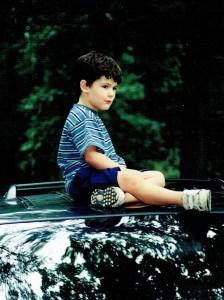 Leo on car